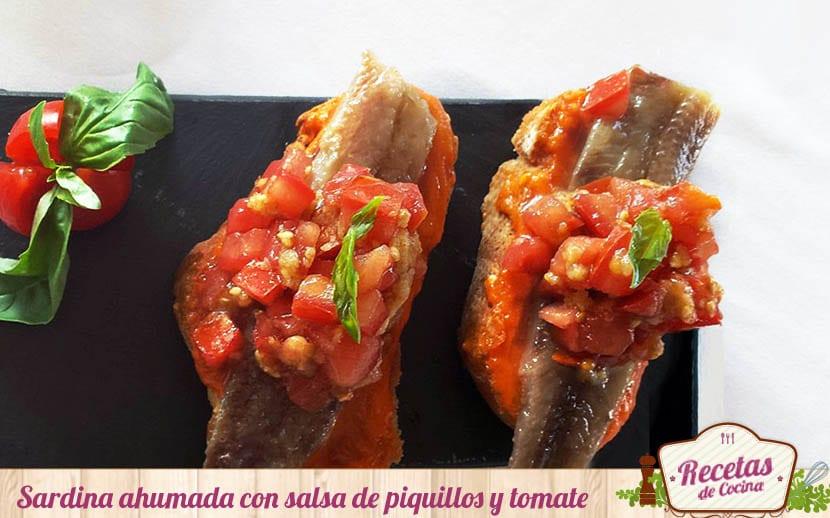 Sardina ahumada con salsa de piquillos y tomate