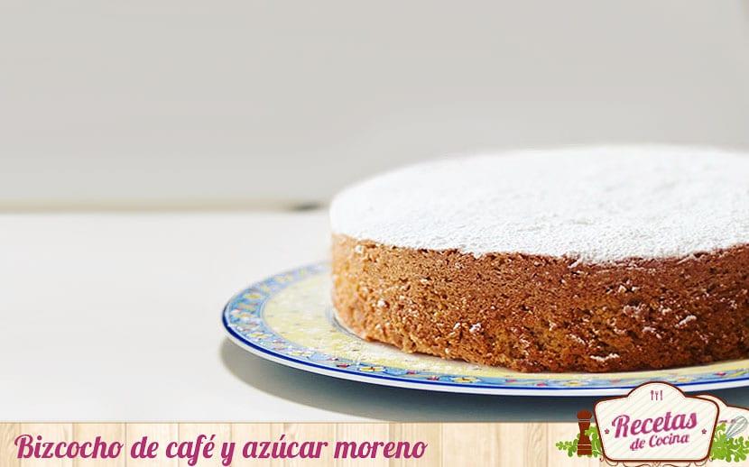 Bizcocho de café y azúcar moreno