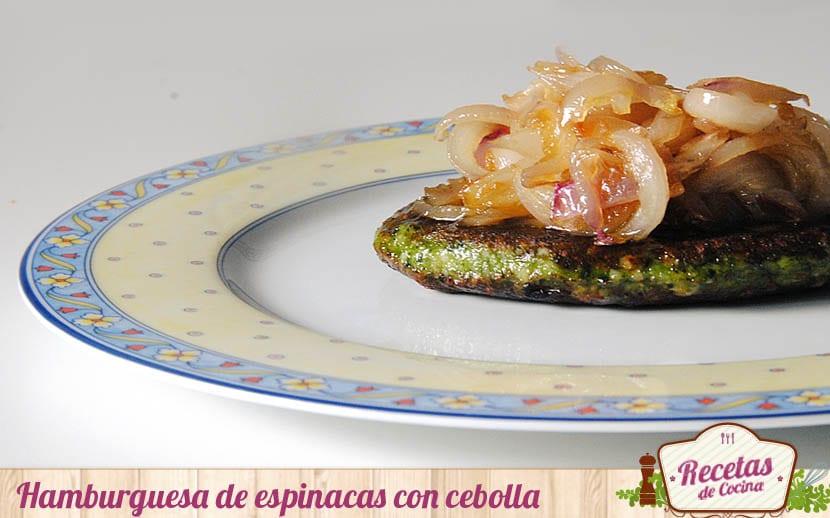 Hamburguesa de espinacas con cebolla