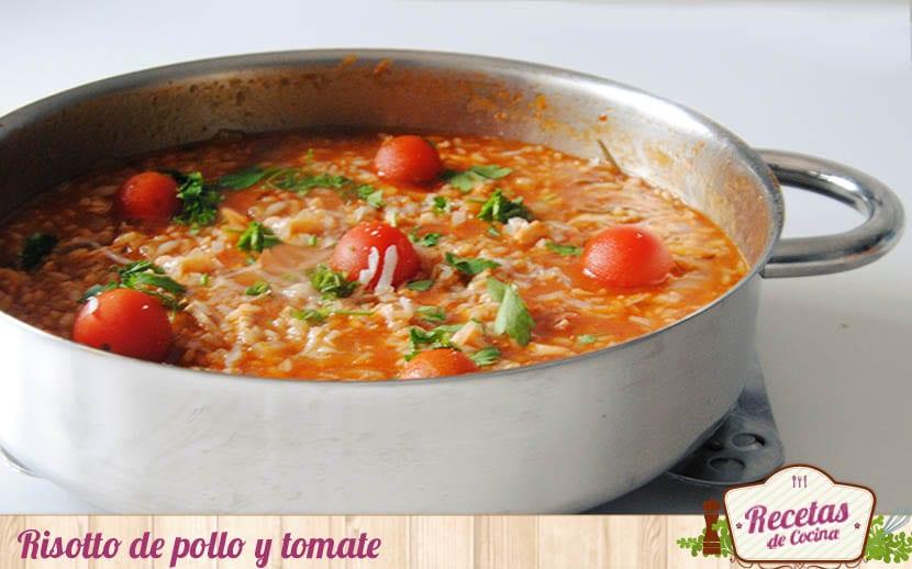 Risotto de pollo y tomate