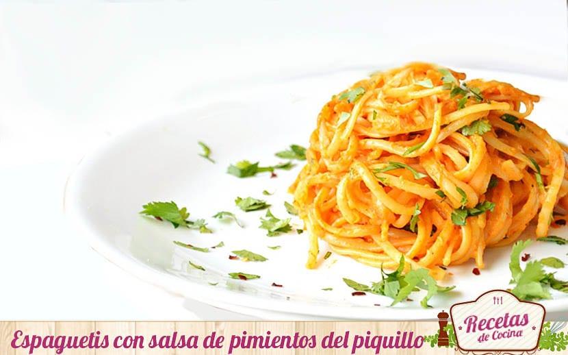 Espaguetis con salsa de pimientos del piquillo