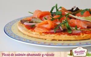 Pizza de salmón ahumado y rúcula