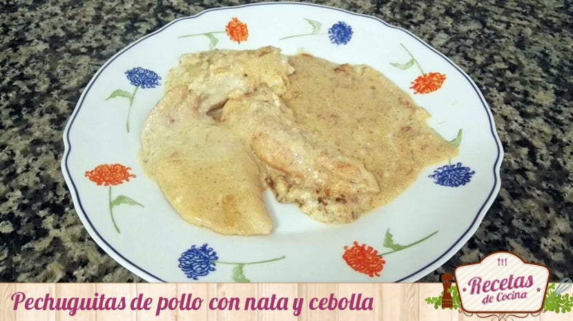 Pechuguitas de pollo con nata y cebolla