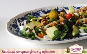 Ensalada con queso fresco y aguacate