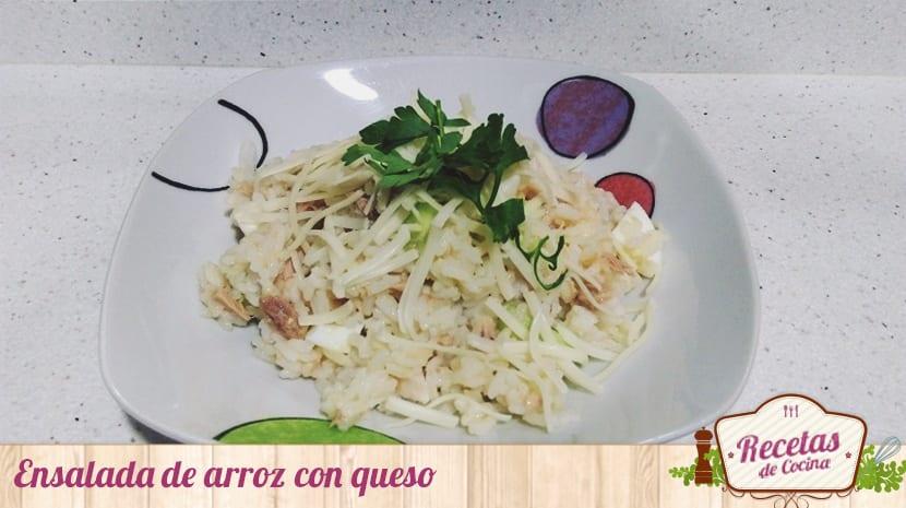 Ensalada de arroz con queso