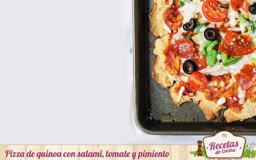 Pizza de quinoa, salami, tomate y pimiento