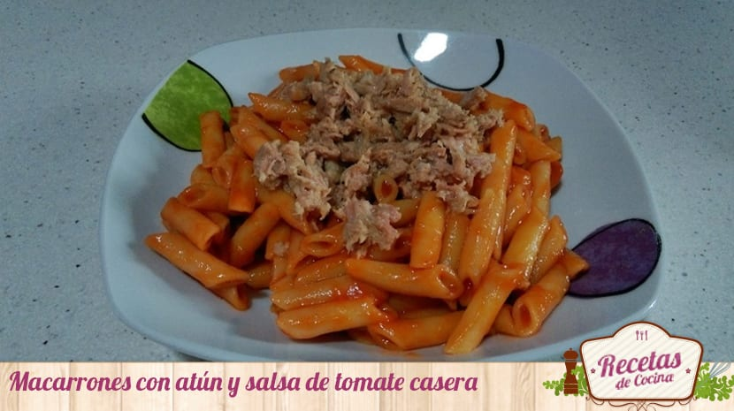 Macarrones con atún y salsa de tomate casera