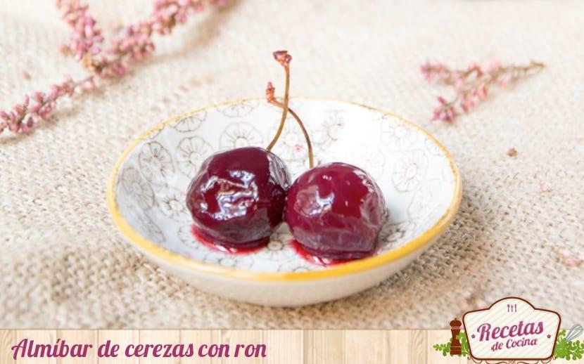 Almíbar de cerezas y ron