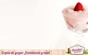 Copas de yogur, frambuesa y miel