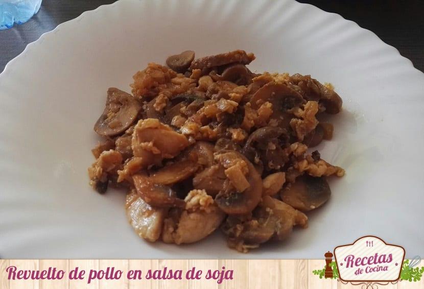 Revuelto de pollo en salsa de soja