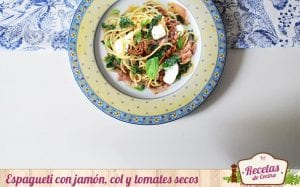 Espaguetos con col y tomates secos