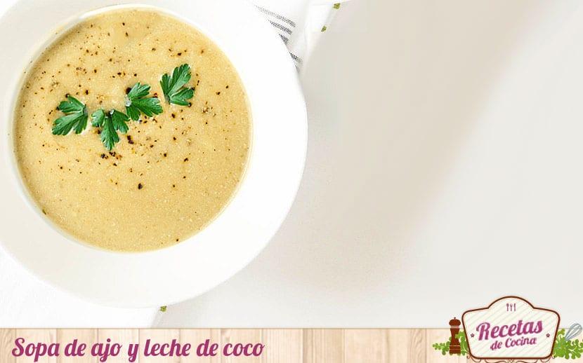 Sopa de ajo y leche de coco
