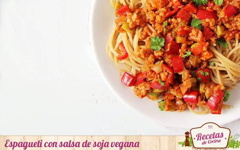 Espagueti con salsa de soja vegana