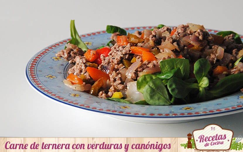 Carne de ternera con verduras y canónigos