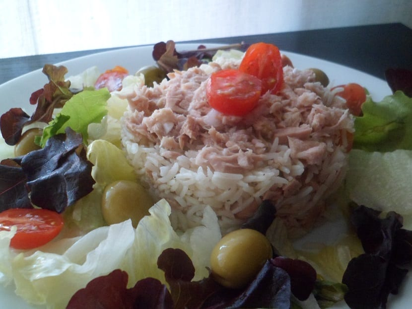Ensalada de arroz con at n un plato rico para el verano - Ensalada de arroz y atun ...