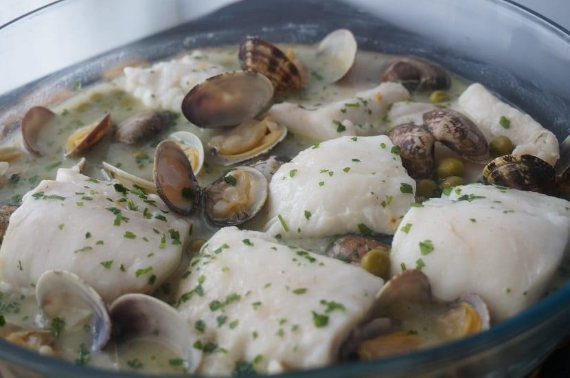 Pescado en salsa al microondas sencillo y r pido de hacer - Cocinar pescado en microondas ...