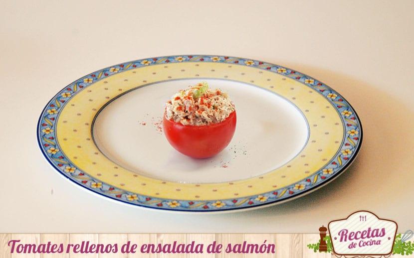 Tomates rellenos de ensalada de salmón
