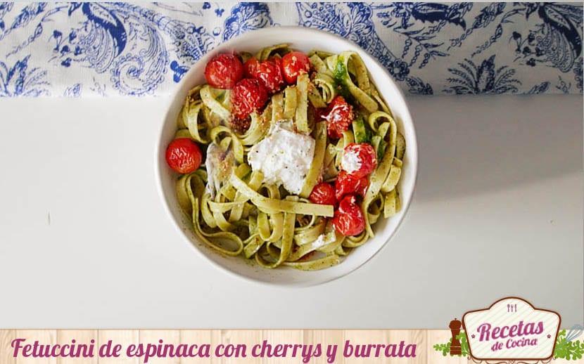 Fetuccini de espinaca con cherrys y burrata