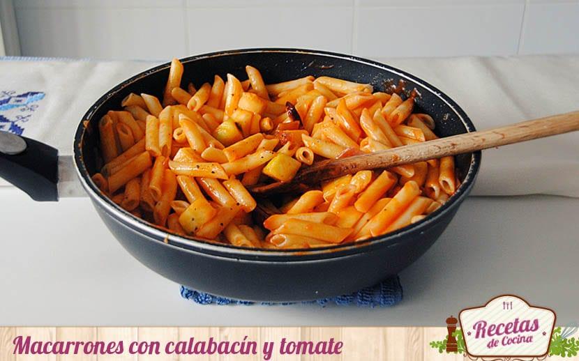 Macarrones con calabacín y tomate