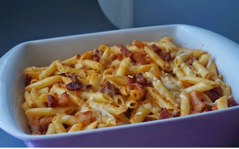 Macarrones gratinados con chorizo beicon y queso - Macarrones con verduras al horno ...