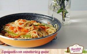 Espaguetis con zanahoria y queso