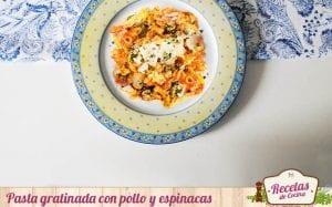 Pasta gratinada con pollo y espinacas