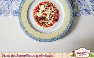 Pizza de champiñones y pimiento en pan de pita