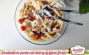 Ensalada de pasta con cherrys y queso fresco