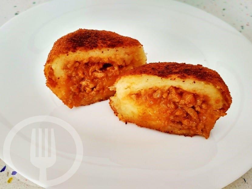 Bombas de patata y carne picada