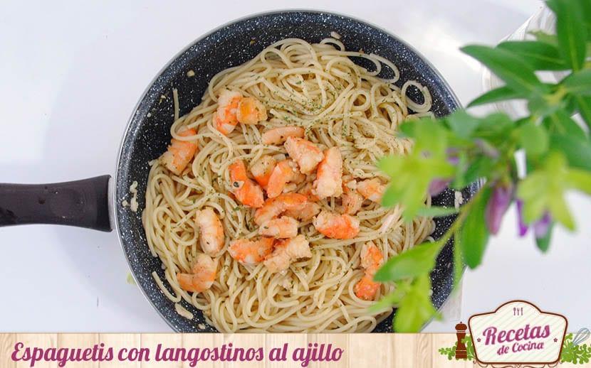 Espaguetis con langostinos al ajillo