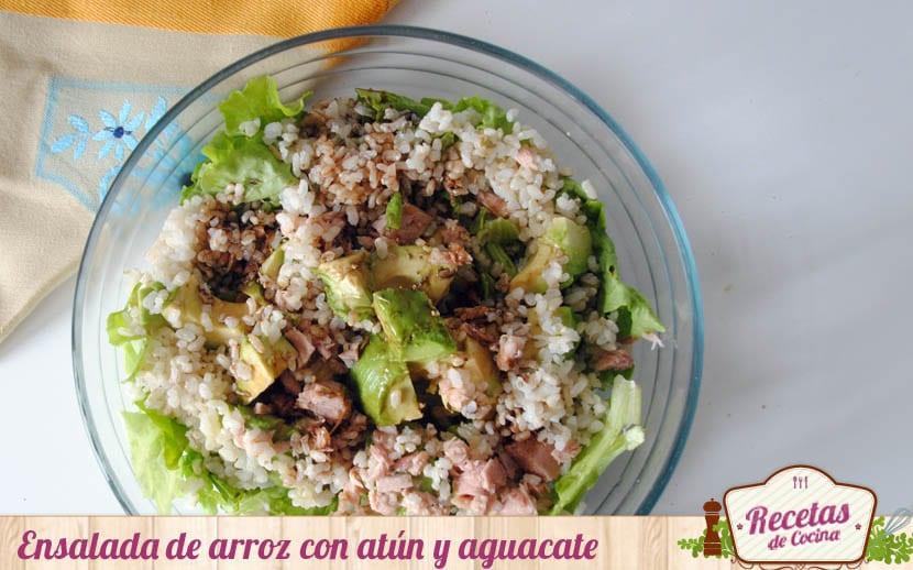 Ensalda de arroz con atún y aguacate