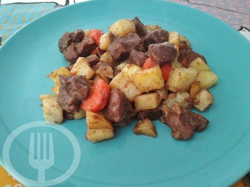 Carrillada de cerdo estofada con patatas