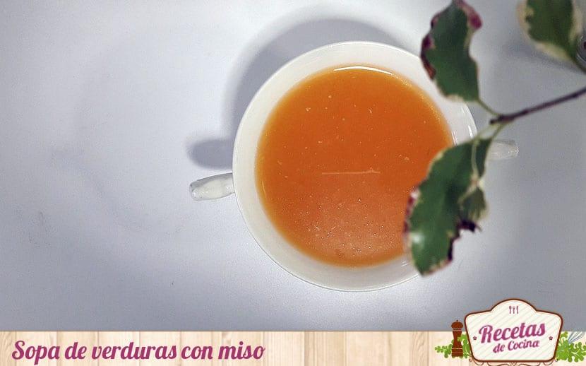 Sopa de verduras con miso