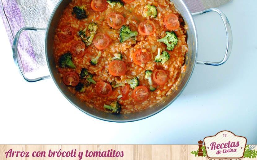 Arroz con brócoli y tomatitos