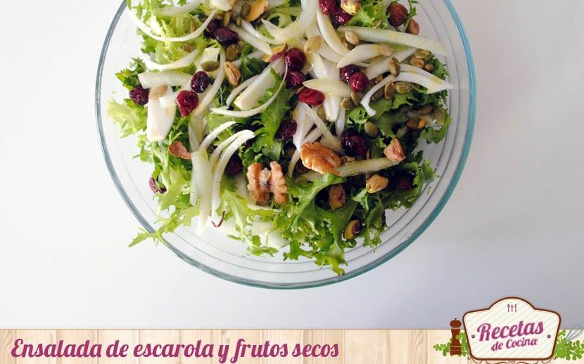 Ensalada de escarola y frutos secos