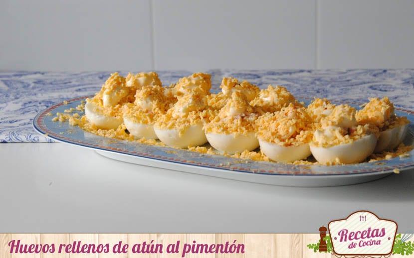 Huevos rellenos de atún al pimentón