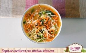 Sopa de verduras con alubias blancas