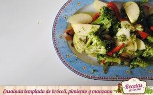 Ensalada templada de brócoli, pimiento y manzana