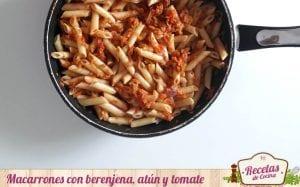 Macarrones con berenjena, atún y tomate