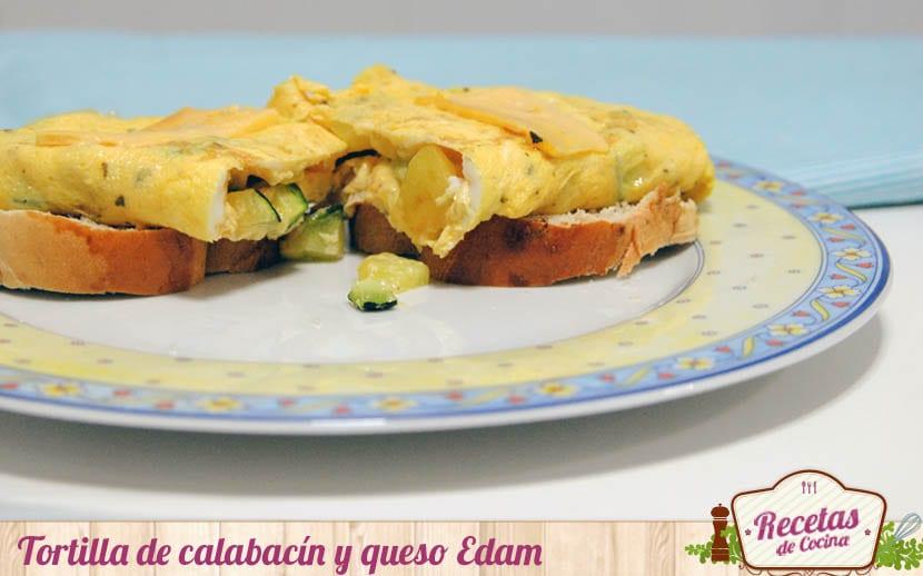Tortilla de calabacín y queso Edam