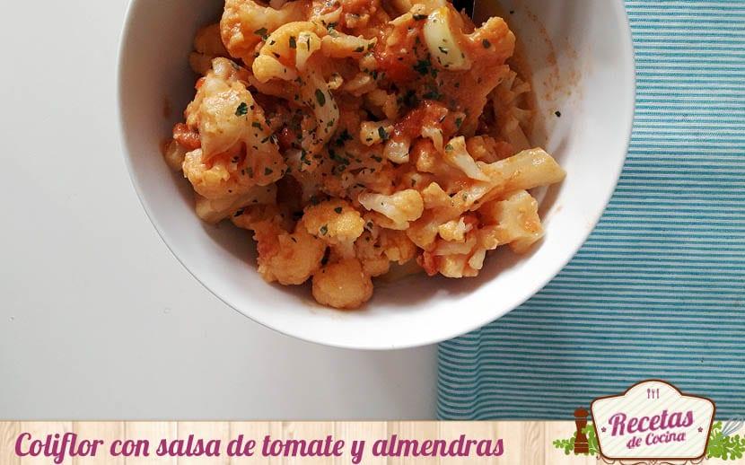 Coliflor con salsa de tomate y almendras