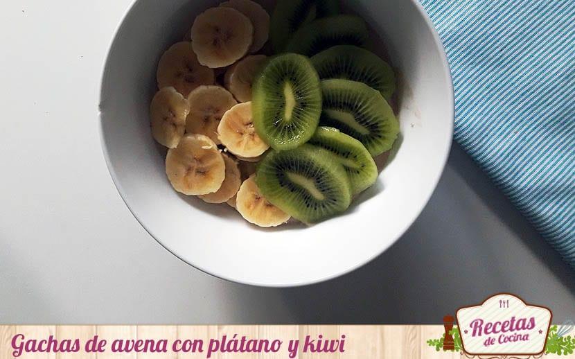 Gachas de avena con plátano y kiwi