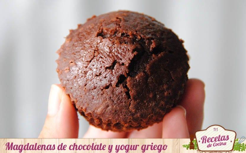 Magdalenas de chocolate y yogur griego