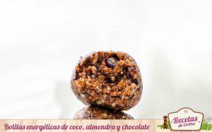 Bolitas energéticas de coco, almendra y chocolate
