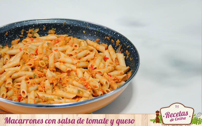 Macarrones con salsa de tomate y queso