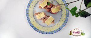 Canapé de solomillo de cerdo y queso brie