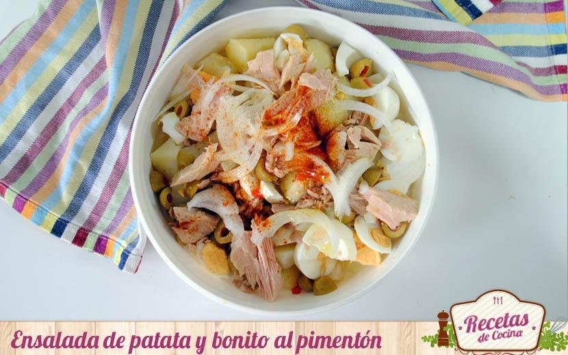 Ensalada de patata y bonito al pimentón