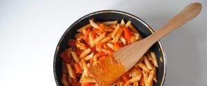 Pasta con pimiento rojo y tomate