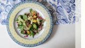 Ensalada de brócoli y coliflor con granada