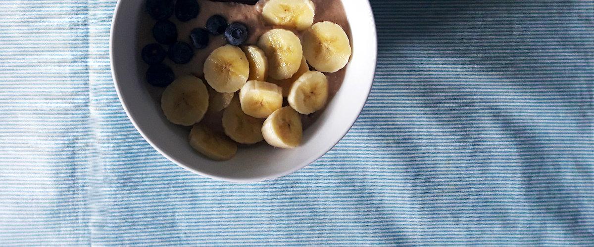 Gachas de avena con arándanos y plátano